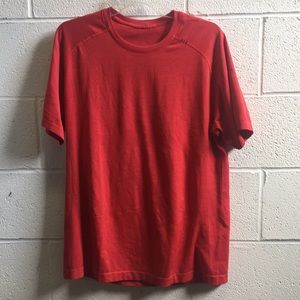Lululemon men's red SS top, sz L, 57689